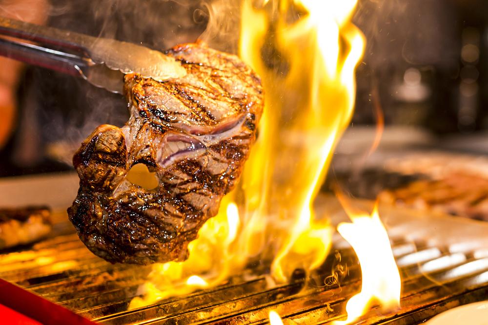 trucos y secretos para encender el carbón para asar carne